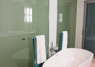 glass-shower-wall-34-768x1024