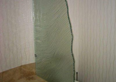 niki-glass-K-wavy-bathtub-partition-1-768x1024