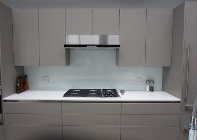 solid color glass backsplash - 6