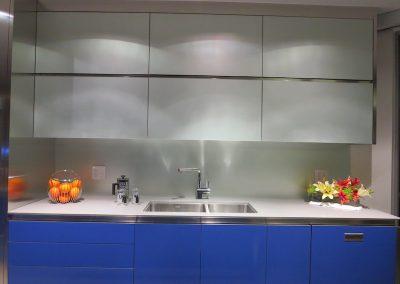 solid color glass backsplash - 8